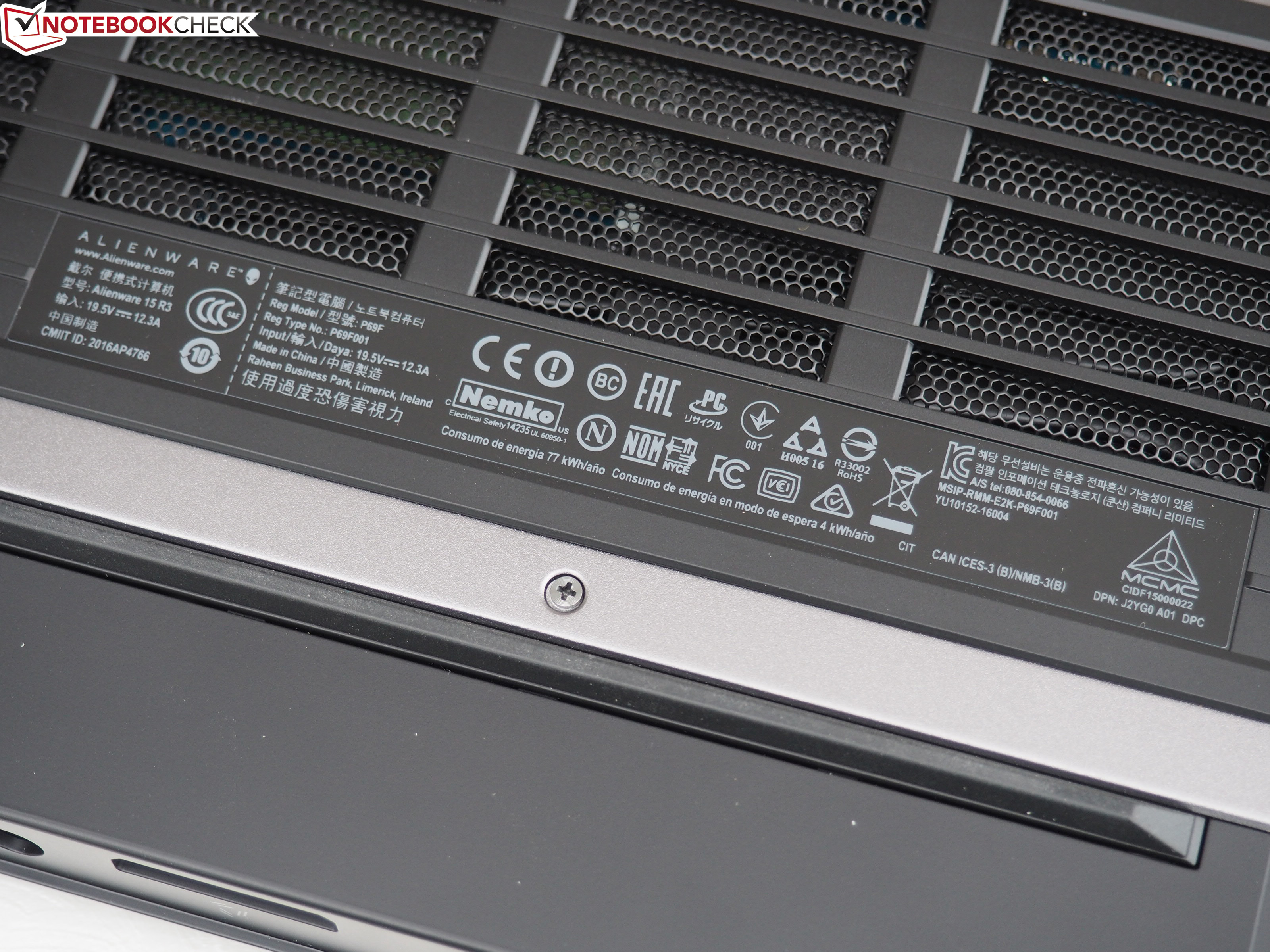 Alienware 15 R3 (i7-7820HK, GTX 1080 Max-Q, Full-HD) Laptop Review
