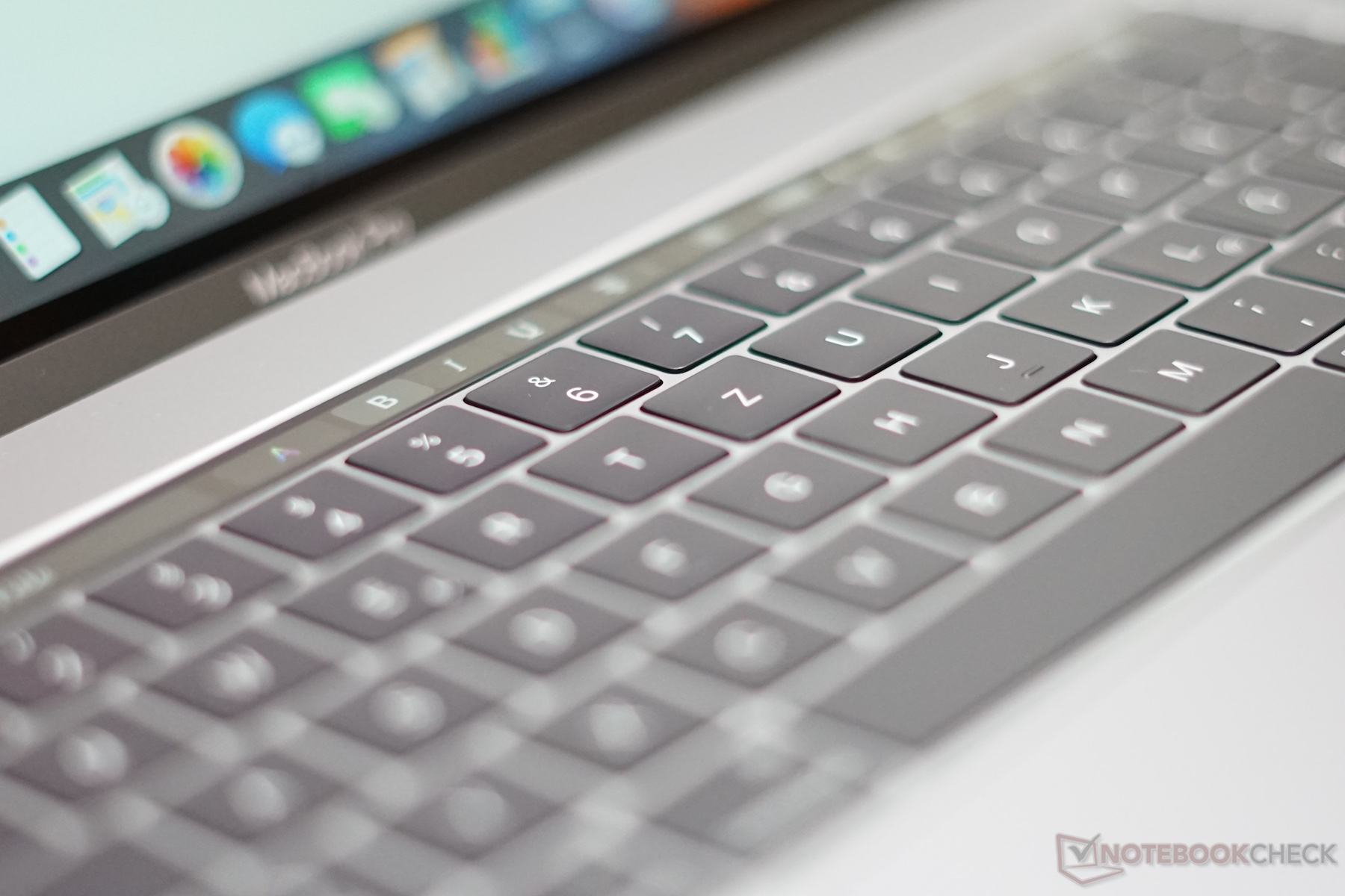 Apple Macbook Pro With Touch Bar Mlh32 154 I7 Ram 16gb 256gbradeon Mlw72 Silver 15inch 26ghz Quad Core 256gb Mlw82 512gb Garansi 2 Tahun Source Full Resolution