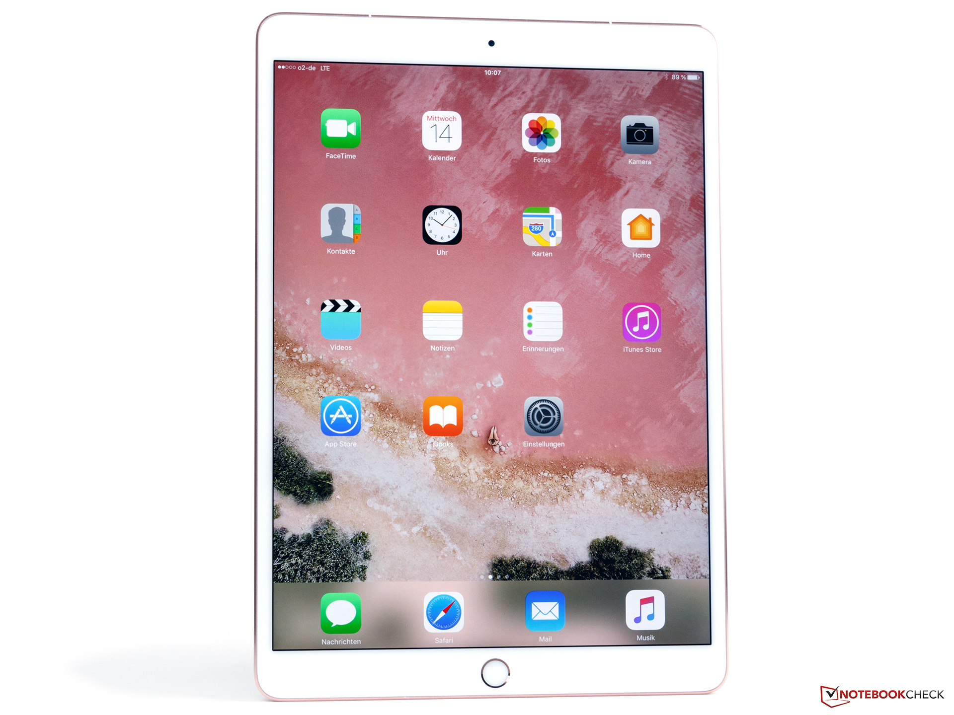 Apple iPad Pro 10.5 full resolution