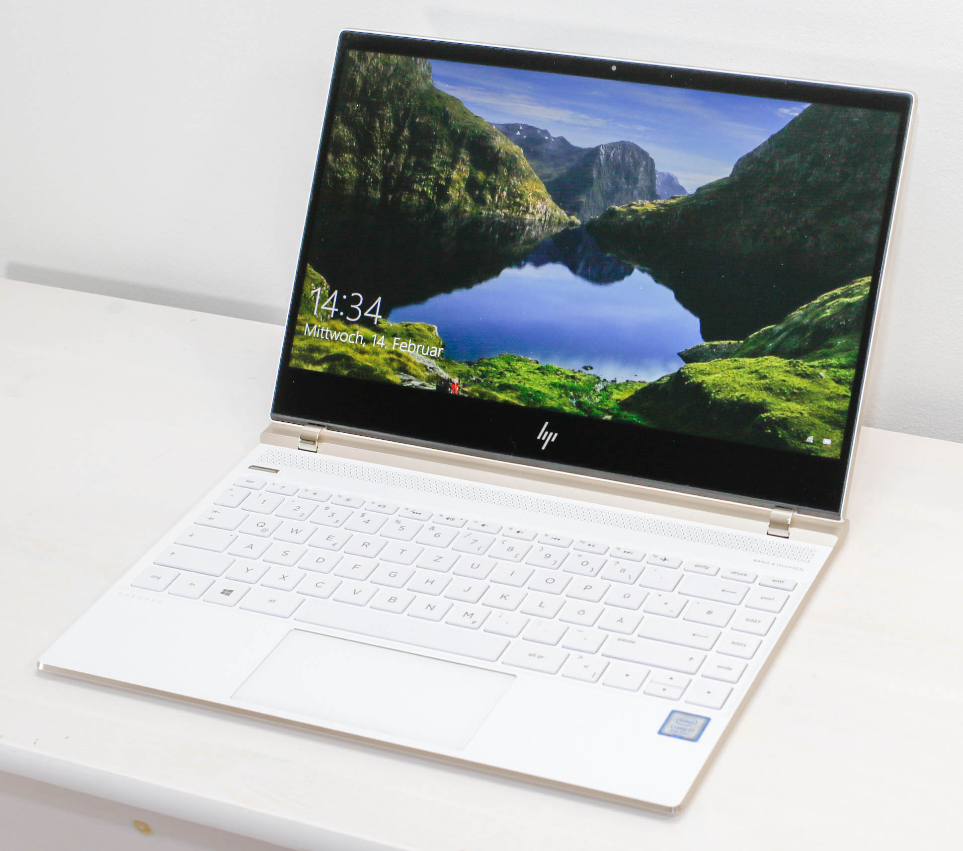 HP Spectre 13-af033 (i7-8550U, FHD) Laptop Review - NotebookCheck