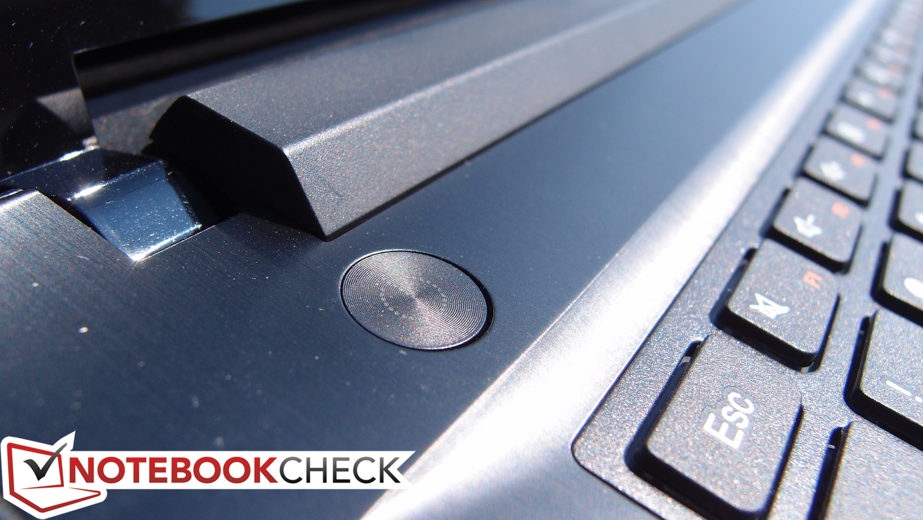 Notebook samsung kaskus - The Palm Rest Area Is Sleek