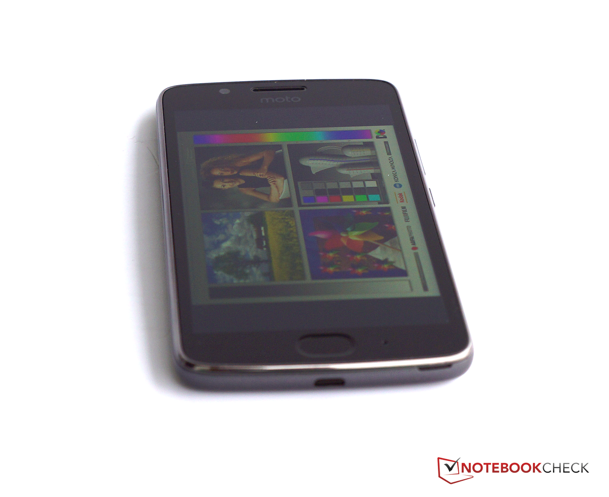 Lenovo Moto G5 Smartphone Review - NotebookCheck net Reviews