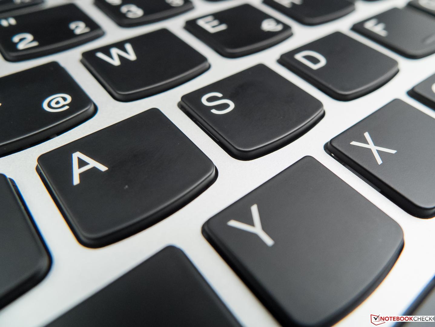 Lenovo Yoga 910-13IKB Convertible Review - NotebookCheck net