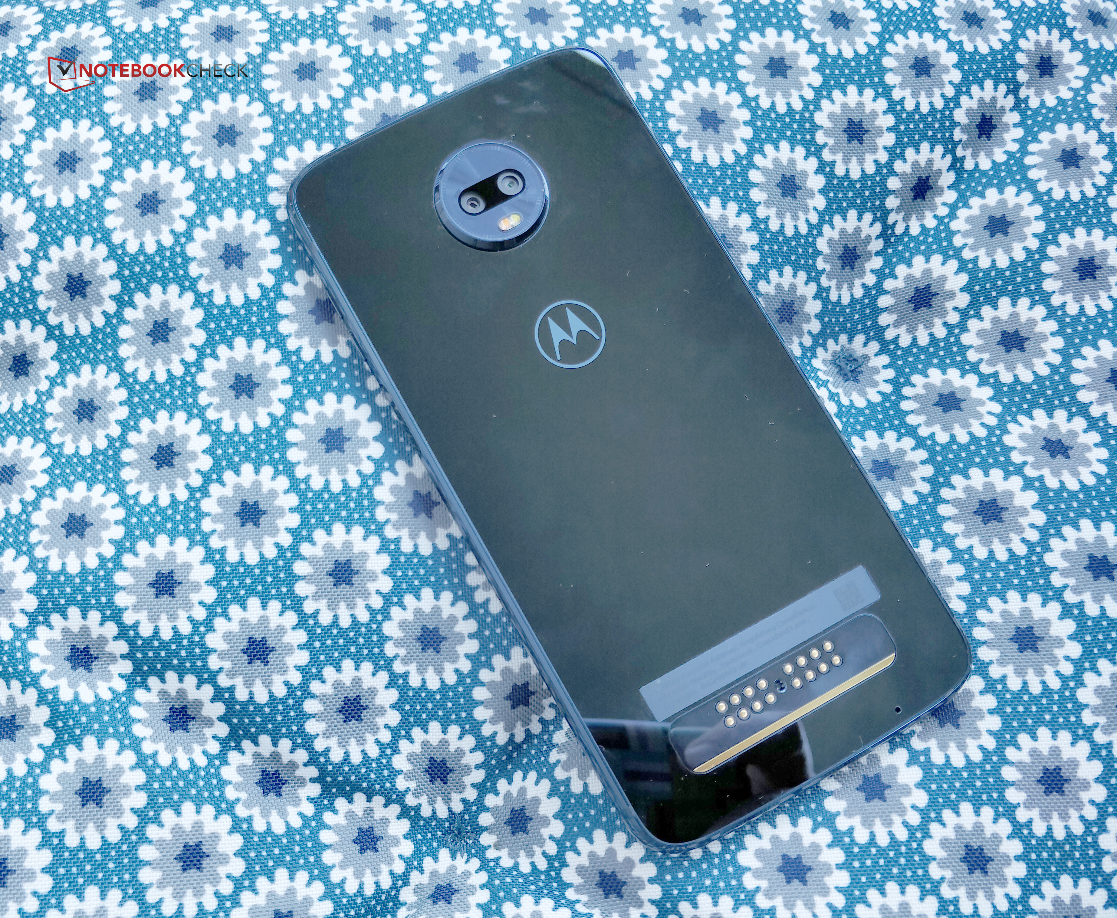 Motorola Moto Z3 Play Smartphone Review - NotebookCheck.net Reviews