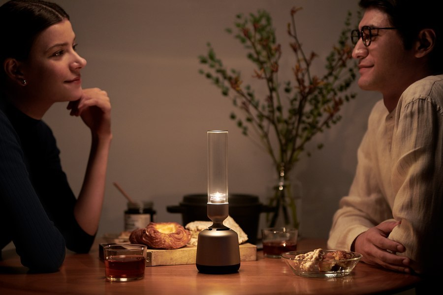 Sony LSPX-S2: A wireless glass speaker that is also an LED candle