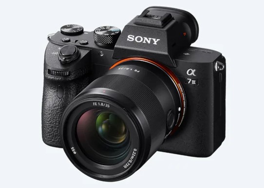 Finally, the Sony FE 35mm F1.8 lens is official