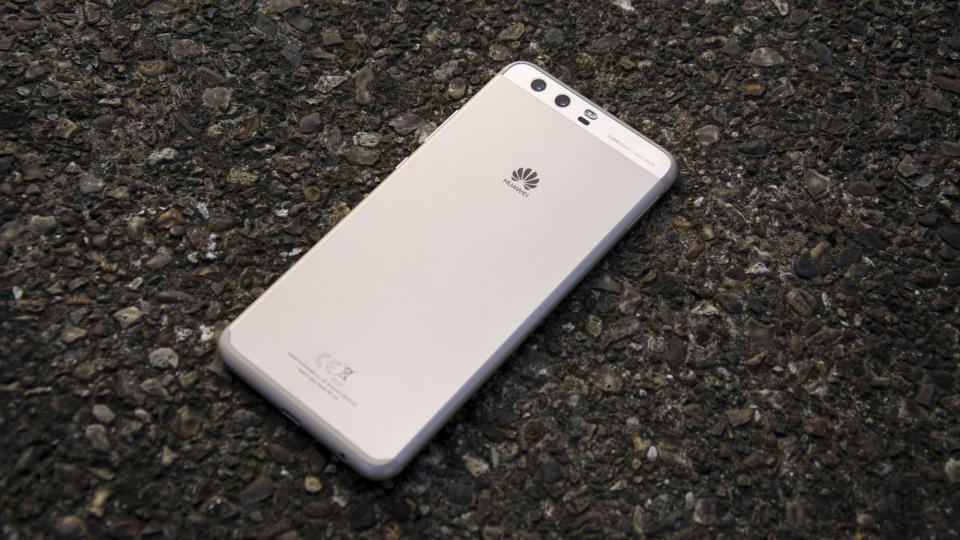 Huawei's Paris Invitation heavily hints triple camera set for the P11/P20