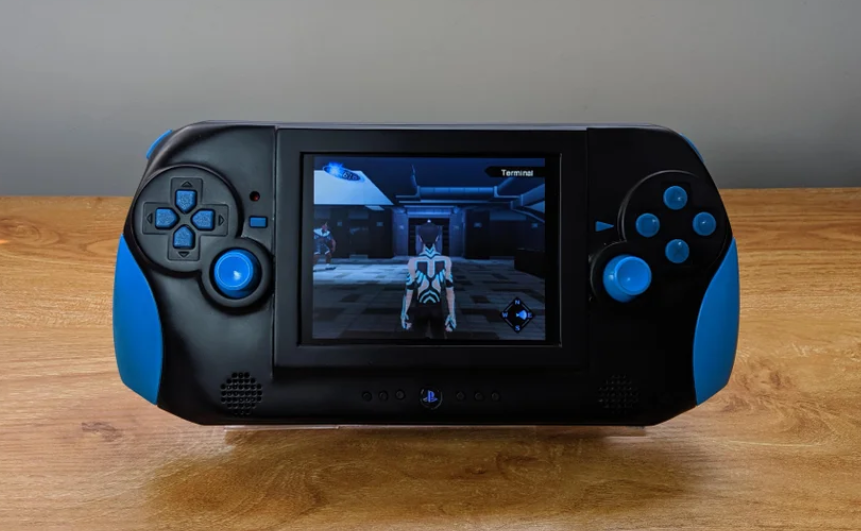 Modder creates PIS2 functioning handheld game console by