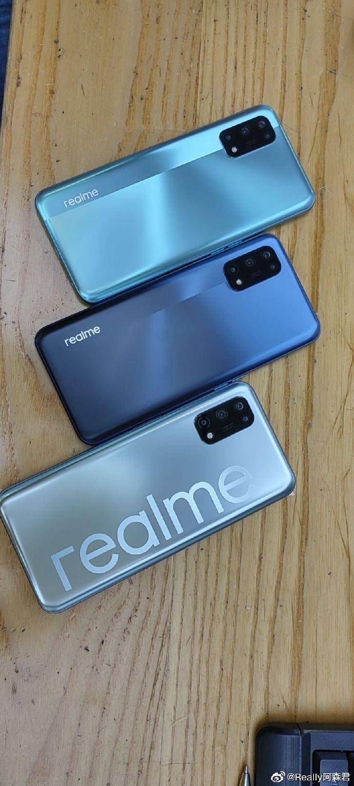 The Realme V5 will come in three color options (image via Weibo)