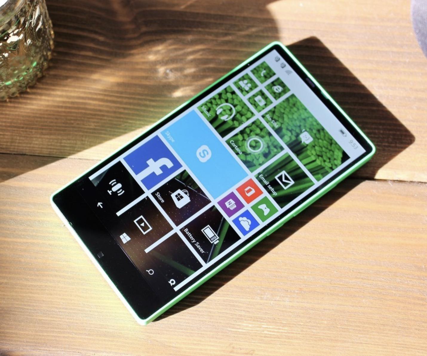 Microsoft cancelled a bezel-less Windows Phone, three years ago