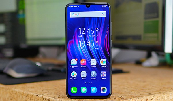 Vivo V11 official with small notch, in-display fingerprint scanner