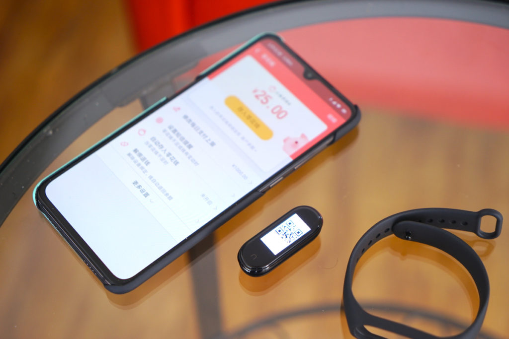 New real-life pictures of the just launched Xiaomi Mi Band 4 show