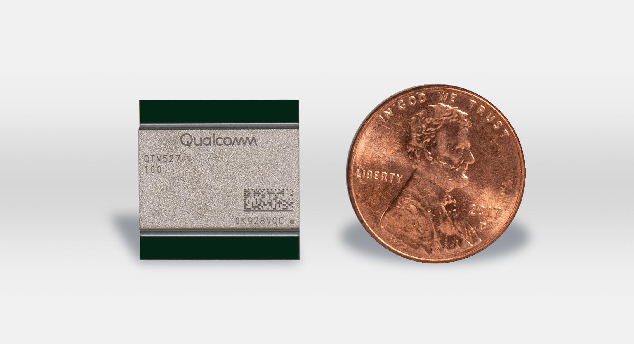 Qualcomm unveils the new QTM527 mmWave antenna module for