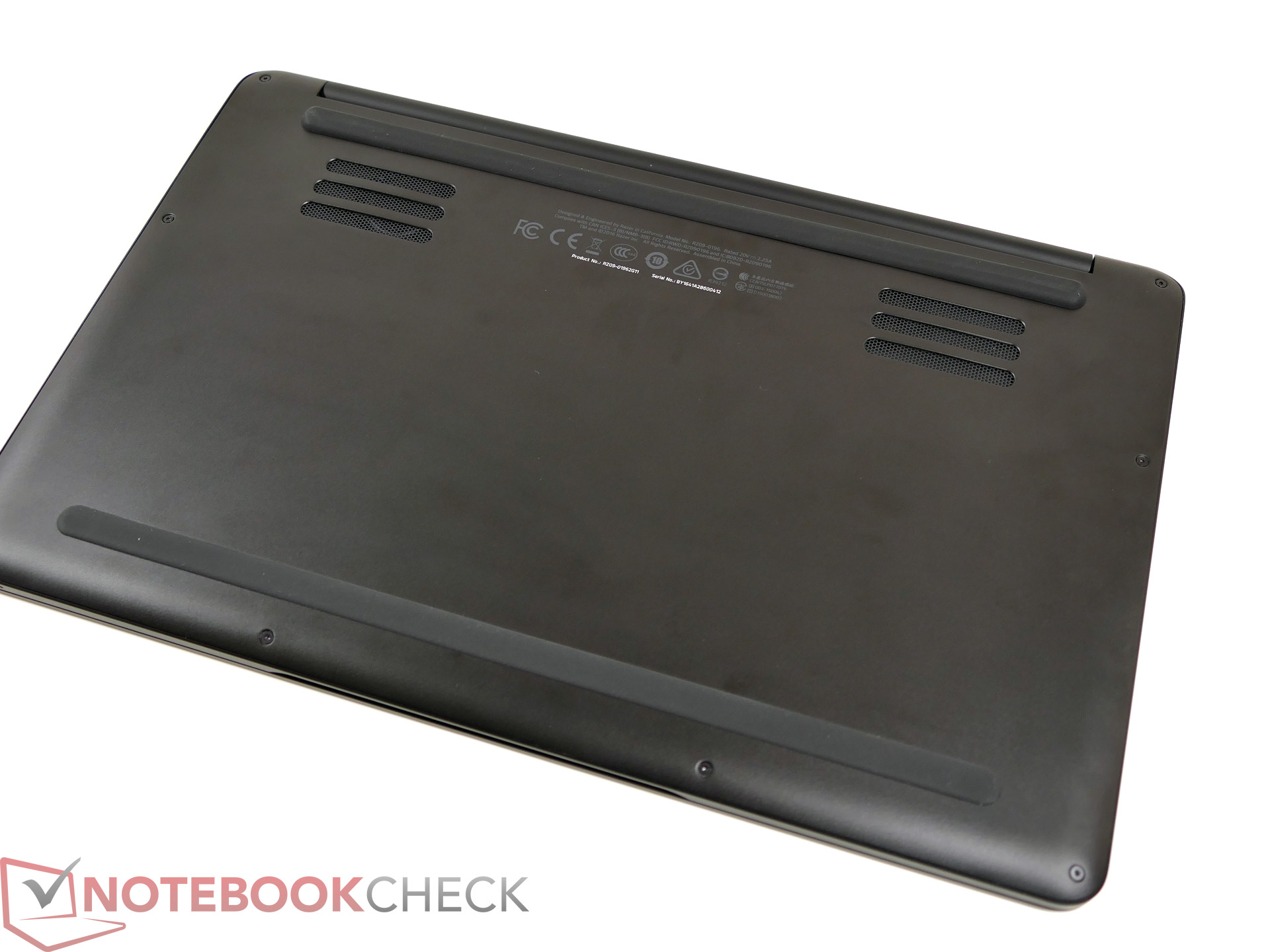 Razer Blade Stealth (i7-7500U) Notebook Review - NotebookCheck net