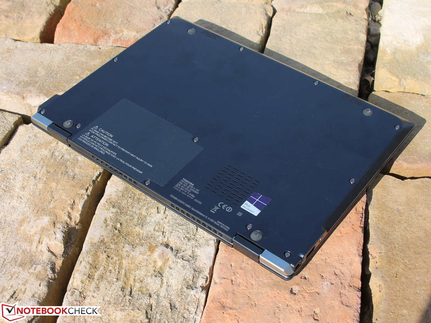 Toshiba Portg X20w 7600u 512 Gb Convertible Review G7 Wiring Diagram The Hinges Design Causes A Big Gap Of 2 Mm Between Display And Base In Tablet Mode However This Is Intentional As It Prevents Vents From Being