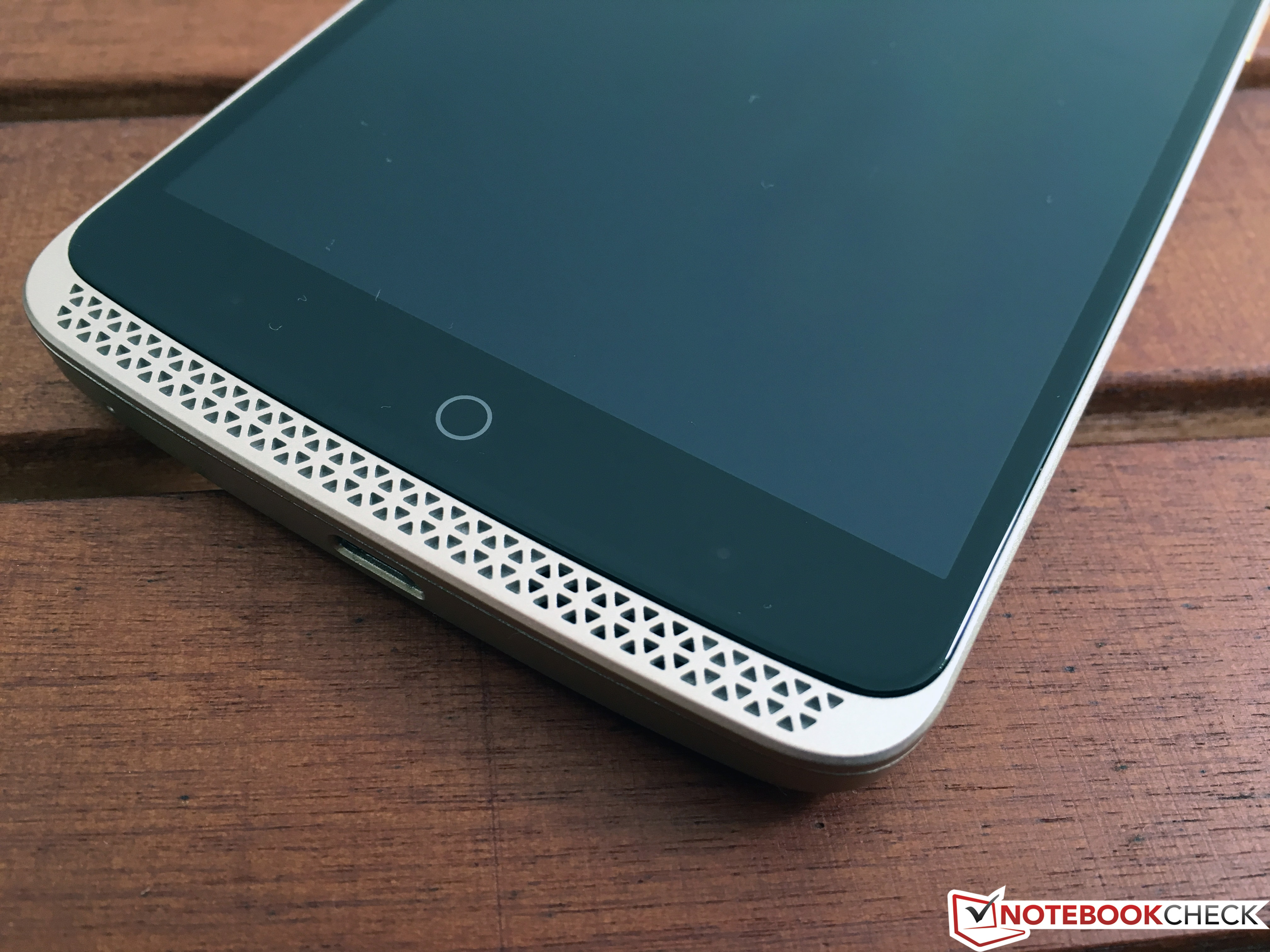 ZTE Axon Elite Smartphone Review - NotebookCheck net Reviews