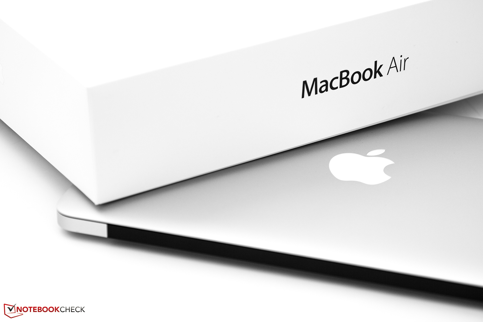review apple macbook air 11 inch mid 2013 1 7 ghz 256 gb. Black Bedroom Furniture Sets. Home Design Ideas