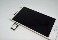 Dual-SIM card tray