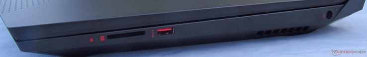 Right: SD Card reader, USB 3.0 (Gen 1) Type-A, DC in
