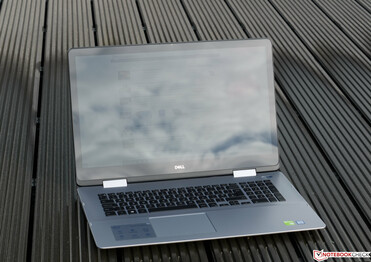 The Dell Inspiron 17-7786 in the sun