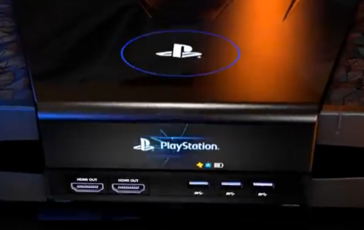 Front side with display. (Image source: YouTube/VR4Player.fr)