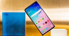 There may be no Galaxy S10e successor. (Source: Mashable)