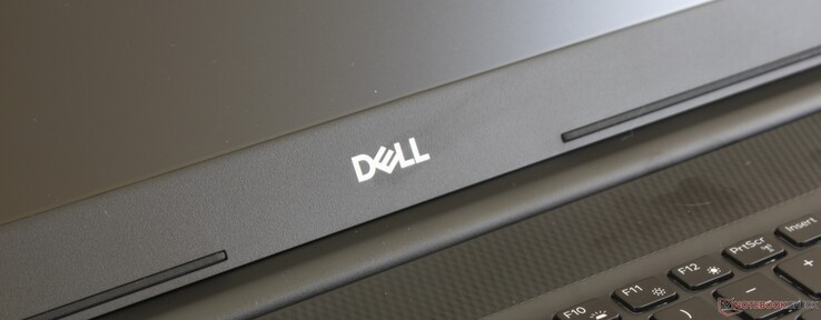 Dell Inspiron 17 3000 3780 (i7-8565U, Radeon 520) Laptop Review