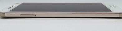 Blade V8 left: Nano-SIM or micro-SD slot