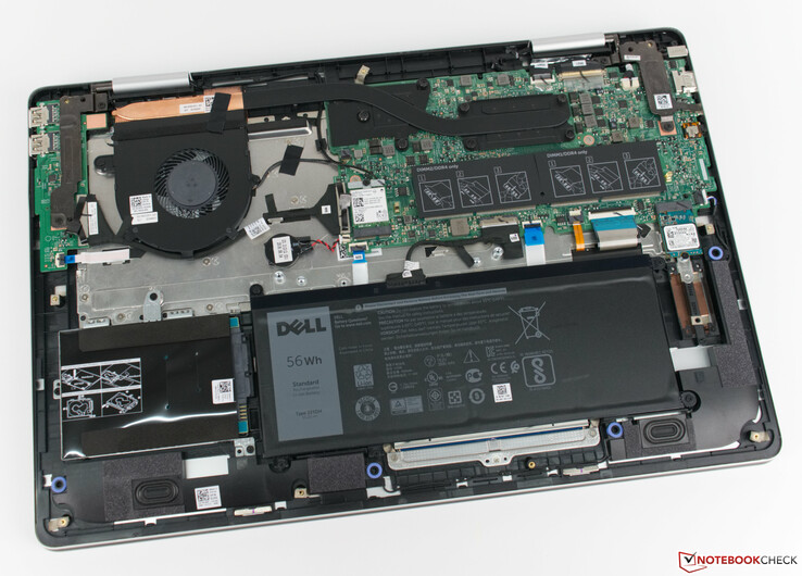 The Dell Inspiron 17-7786 without the bottom cover