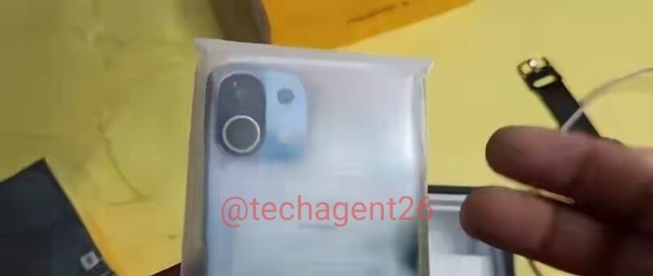 The Xiaomi Mi 11 pictured in its retail packaging (image via @techagent26 on Twitter)