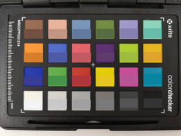 ColorChecker Passport: The original color is displayed in the lower half of each patch.
