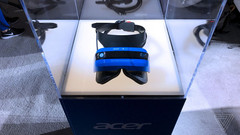 The first thing users might notice about Acer's headset is the bright blue coloring on the front. (Source:  Tech News Inc)