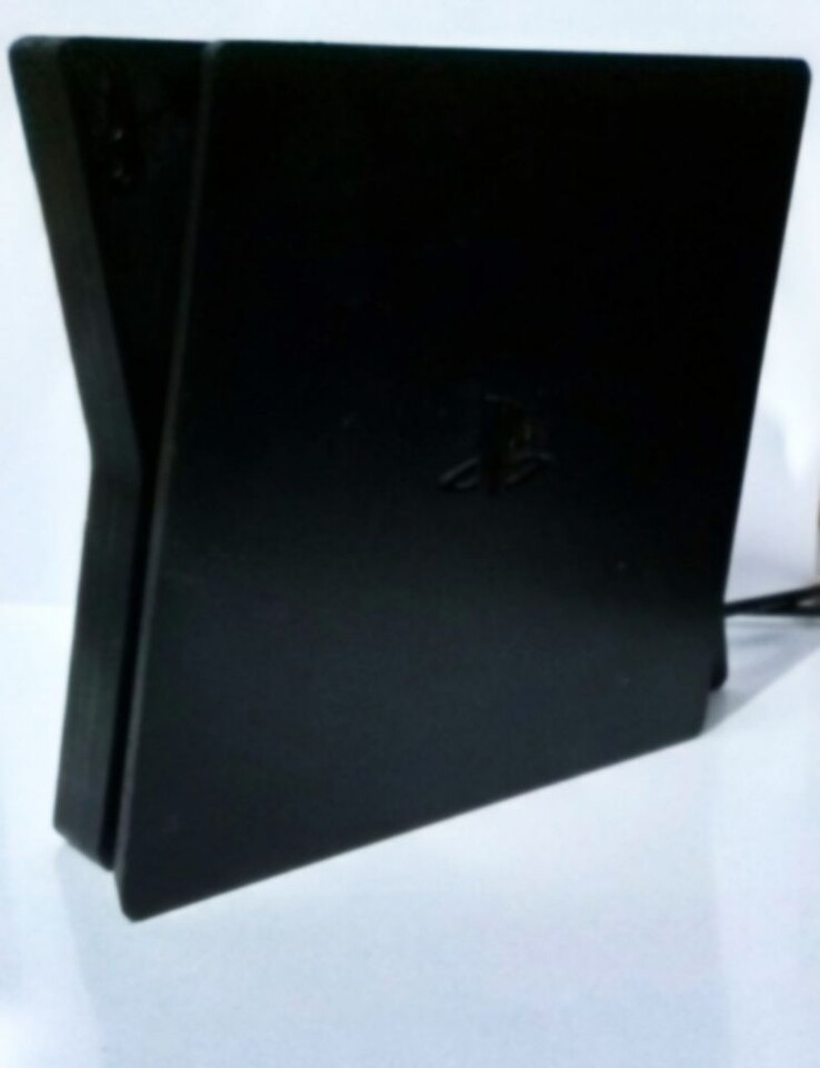 It's possible to make out the PlayStation logo. (Image source: 4channel)