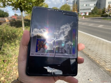 Using the Galaxy Fold outdoors in the sunshine