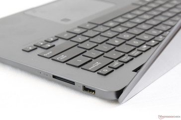 The lid tends to wobble when adjusting the angle, but it is otherwise sufficiently firm whilst typing