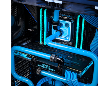 Customized water cooling is included. (Source: CaseKing.de)