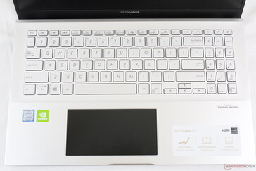 Identical keyboard to the VivoBook S15 S530. ScreenPad is black when off