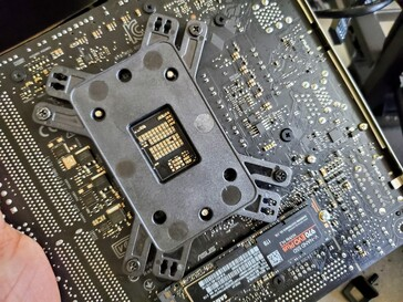 The mounted fitted to the rear of the motherboard. (Image: Notebookcheck)