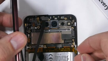 The Vivo NEX Dual Display teardown (Image source: JerryRigEverything)