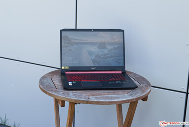 Using the Acer Aspire Nitro 5 AN517 outdoors in the shade