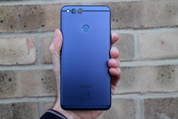 The Honor 7X brings a premium build and design. (Source: Digital Trends)