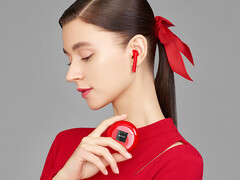 Huawei FreeBuds 3: AirPods-competitors are now available in a striking new colour. (Image source: Huawei)