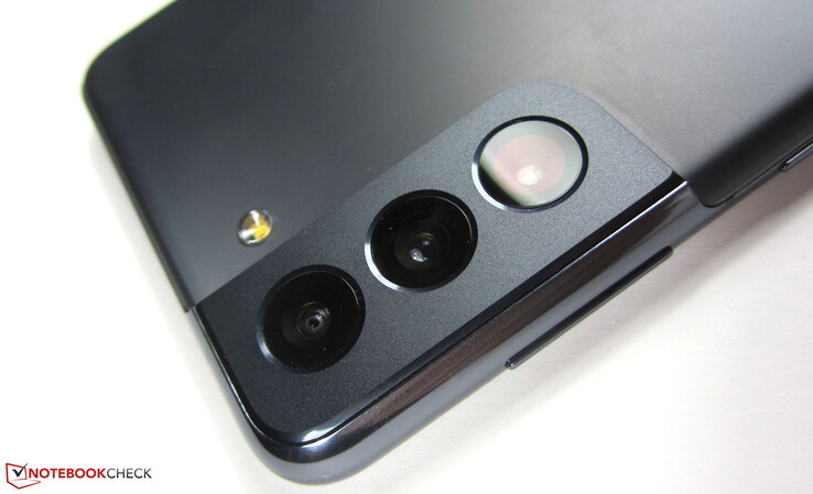 Telephoto, wide-angle, and ultra wide-angle lenses: The camera setup of the Galaxy S21 is exactly the same as that of the Galaxy S20.