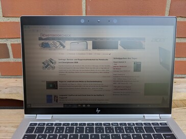 HP EliteBook x360 1030 G4 - outdoor use in the shade, with Sure View