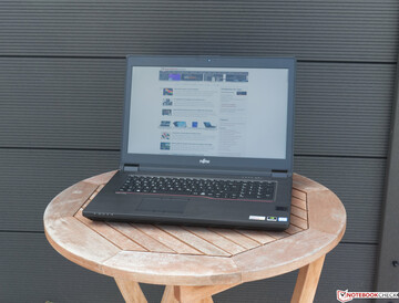 Using the Fujitsu Celsius H980 outside in the shade