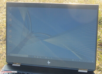 Using the Spectre x360 15 outside in bright sunshine with the sun behind the device.