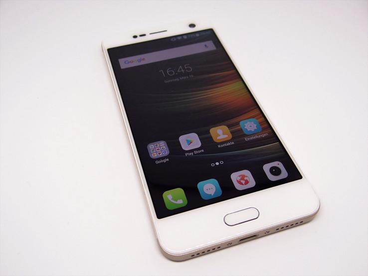 ZTE Blade V8 Smartphone Review - NotebookCheck net Reviews