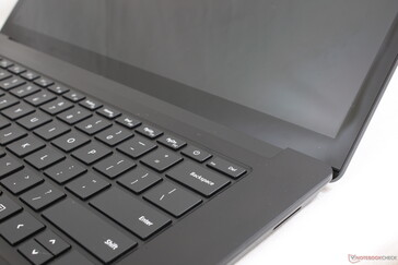 The thick display bezels are unsightly when compared to the latest Ultrabooks