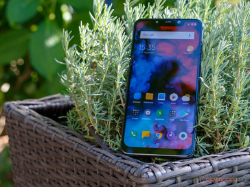 Using the Xiaomi Pocophone F1 outdoors
