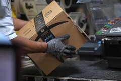 Amazon warehouse worker in action (Source: Reuters)